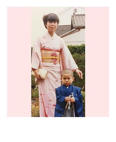 Japanische Frau mit Ihrem 3 jährigen Sohn in Kimono und Hakama zum shichi go san