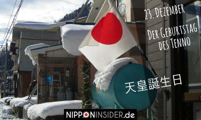 japanischer Feiertag am 23. Dezember: Tenno Tanjoubi, der Geburtstag des Tenno. Japanische Flagge vor einem Haus im Schnee | Nipponinsider.de