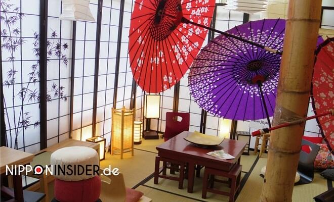 JapanFestival in Berlin: Japanisches Zimmer mit Tatami & Paravent & Parasol im Vordergrund | Nipponinsider