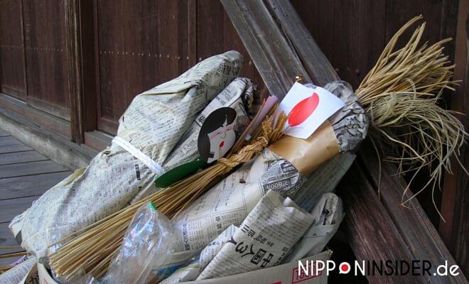 Kenkoku Kinen no Hi. Diverse dinge landen auf dem Müll