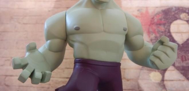 Macho oder Weichei: Eine Spielfigur von Hulk mit vielen Muskeln ohne Kopf | Nipponinsider Japanblog