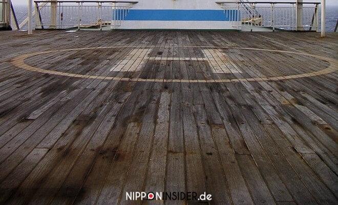 Nach Okinawa reisen mal anders: Hubschrauber Landeplatz auf dem Containerschiff | Nipponinsider