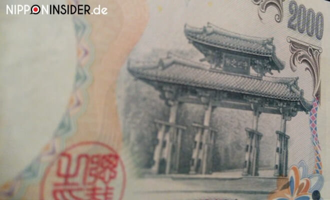 2000 Yen-Schein mit dem Wahrzeichen von Naha: dem Shuri no mon | Nipponinsider