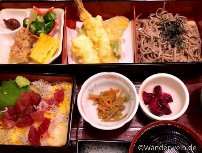 Warum ich Japan liebe - Tessa erzählt in einem Gastartikel. Foto: Typisch Japanisches Lunchmenü - Bento | Wanderweib auf Nipponinsider