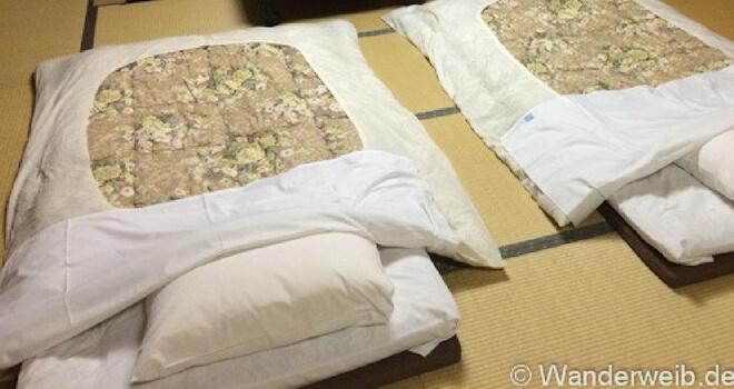 Warum ich Japan liebe - Tessa erzählt in einem Gastartikel. Foto: Futons auf Tatami-Matte | Wanderweib auf Nipponinsider