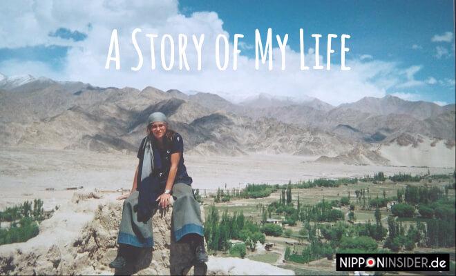 A story of my life: Entscheidungen treffen, die das Leben verändern. Bild: Ich sitze auf einem Felsen in Nordindien/Leh in Ladakh | Nipponinsider
