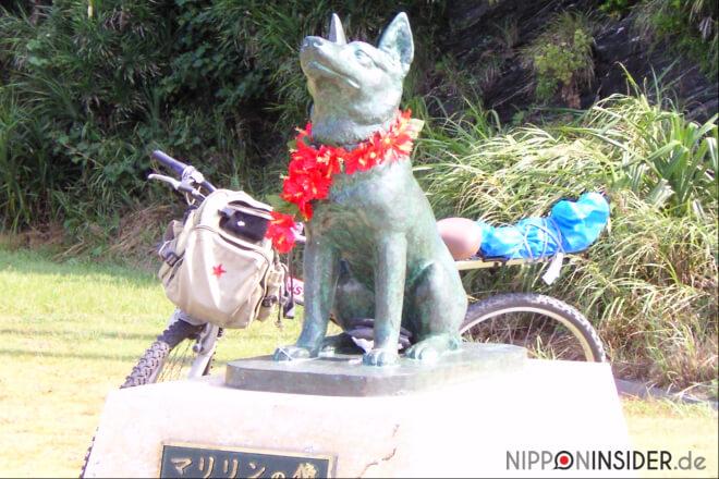 Marilyn Statue auf Zamami-Jima. Mein Rad im Hintergrund | Nipponinsider