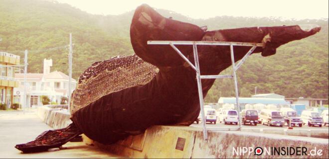 Am Hafen von Zamami-jima: Nachbildung eines Wales | Nipponinsider