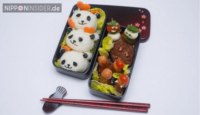 Am Ende liegen die drei Pandabären auf einem Salatbett. Fertig ist die Charaben