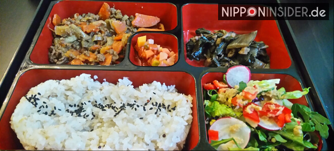 Japanische Bento Lunchbox mit unterschiedlichen Gerichten | Nipponinsider Japanblog