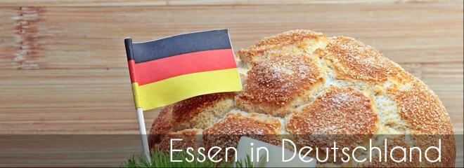 Kulturschock in Deutschland für den Japaner: Essen in Deutschland. Bild von einem Brötchen mit Deutschlandfähnchen | Nipponinsider