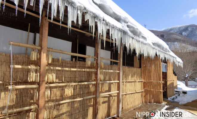 Eiszapfen am Dach eines Hauses in Tohoku - Alles etwas anders hier! Nipponinsider Japanblog