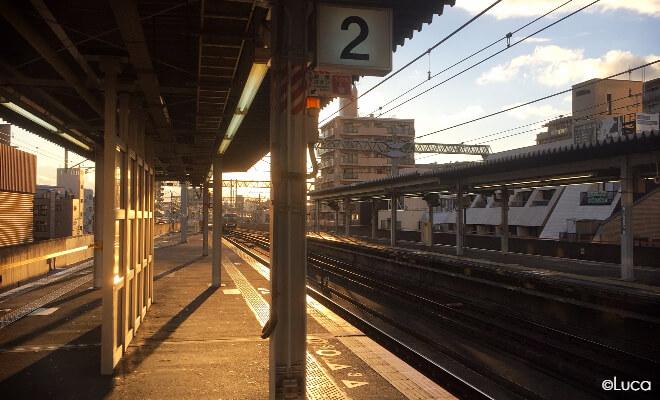 Auslandssemester in Japan: Bahnhof in Kobe bei Herbstlicht