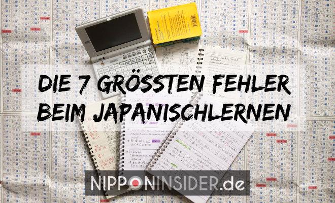 Die 7 größten Fehler beim Japanisch lernen. Bild von Wörterbuch und Heften mit japanischen Schriftzeichen | Nipponinsider Japanblog