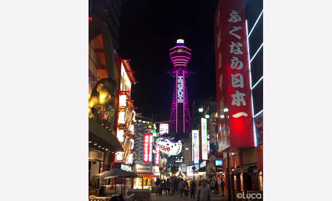 Shinsekai bei Nacht Osaka Japan