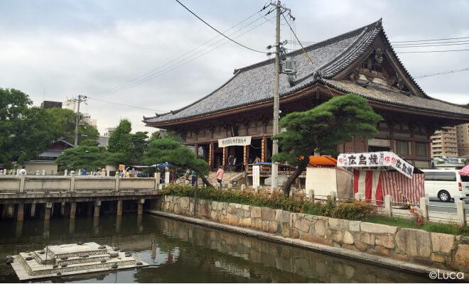 Shitennoji Tempel in Osaka mit kleiner Schildkröteninsel