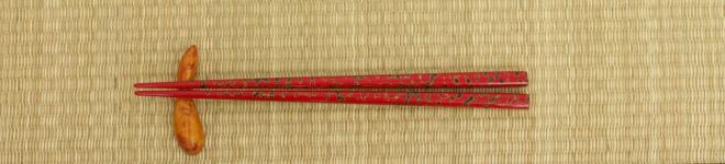 Essstäbchenhalter - Stäbchen liegen auf Hashioki | Nipponinsider