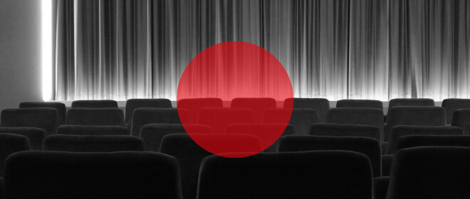 japanische Filme auf der Berlinale, Übersicht. Bild von einem Kinosaal mit Vorhäng und Japanflagge