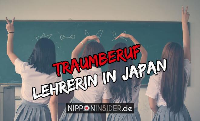 Traumberuf Lehrerin in Japan | Erfahrungsbericht. Bild von vier Schülerinnen von hinten in Schuluniform vor einer Tafel | Nipponinsider Japanblog