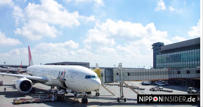 JAL Flugzeug am Flughafen | Nipponinsider