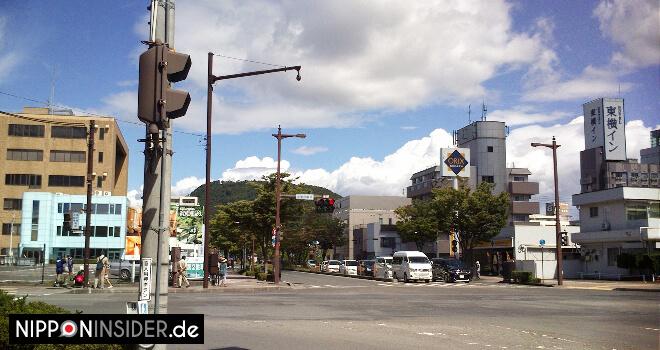 Kreuzung in Fukushima, Nodamachi, mit Blick auf den Shinobuyama | Nipponinsider