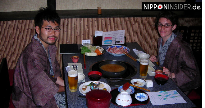 Abendessen in einem Onsenhotel mit Hotpot und Bier in Kyushu, Japan | Nipponinsider