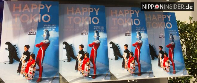 Buchvorstellung: Happy Tokio von Andreas Neuenkirchen. Bild der Buchtitel in einem Regal | Nipponinsider