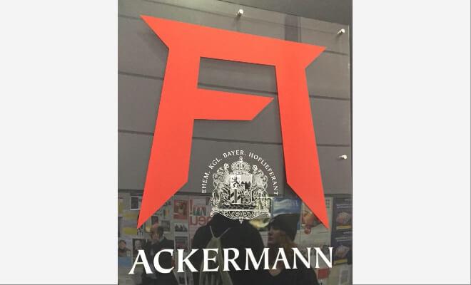 Rotes A. Firmenlogo des Kalenderverlags Ackermann | Nipponinsider