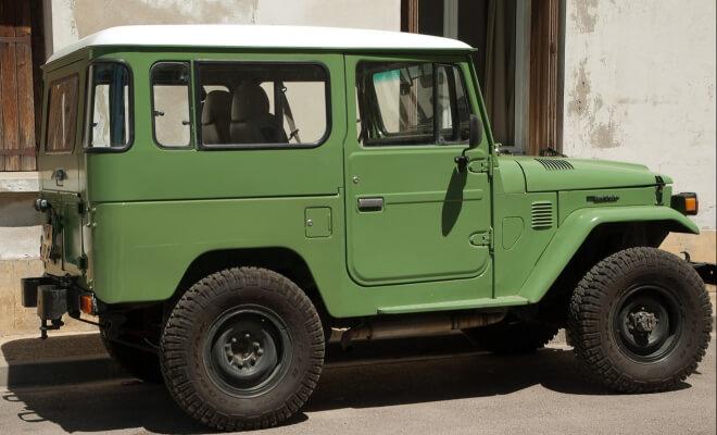Grüner Landcruiser von Toyota