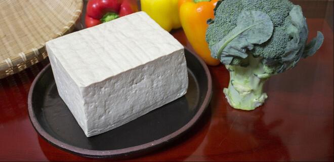 Ein Stück Tofu. Tafu no Hi am 2. Oktober. Tag des Tofu