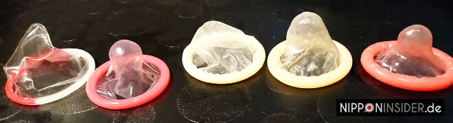fünf Kondome in einer Reihe