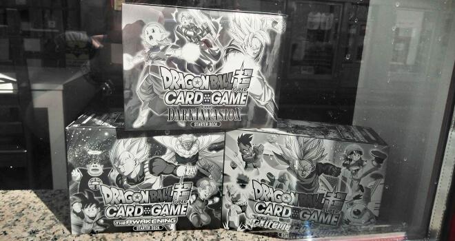 Dragonball Kartenspiel in einem Comicladen Schaufenster | Nipponinsider