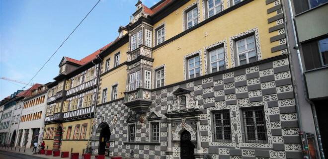 Häuserfront in der Altstadt von Erfurt | Nipponinsider